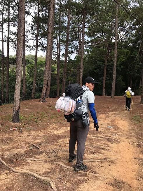 Khám nghiệm thi thể nam phượt thủ mất tích trong rừng Phan Dũng - Ảnh 1.