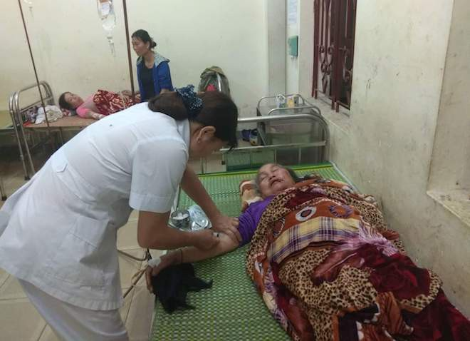 Ngồi trong nhà, 4 người ở Nghệ An bị sét đánh ngất xỉu - Ảnh 1.
