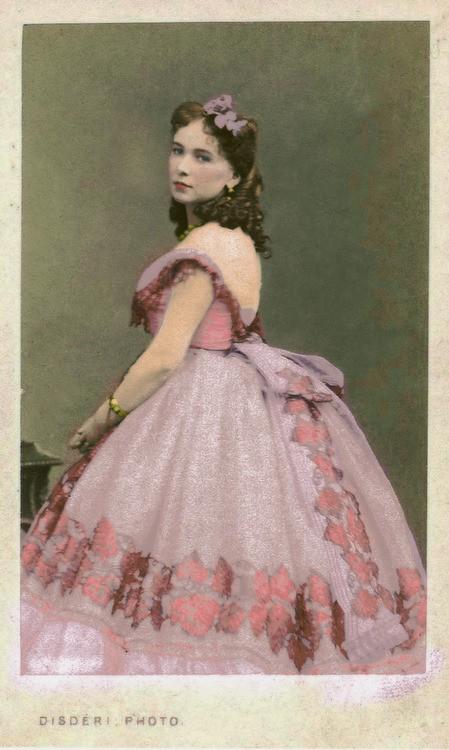 Cuộc đời chìm nổi của kỹ nữ nổi tiếng, giàu sang nhất thành Paris vào thế kỷ 19 - Ảnh 1.