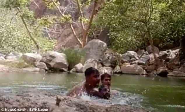 3 thanh niên vô tình đặt camera quay cảnh chính mình chết vì đuối nước - Ảnh 1.