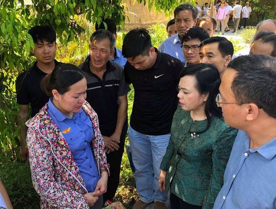 Bộ trưởng Nguyễn Thị Kim Tiến thăm nạn nhân vụ tai nạn đường sắt kinh hoàng - Ảnh 3.