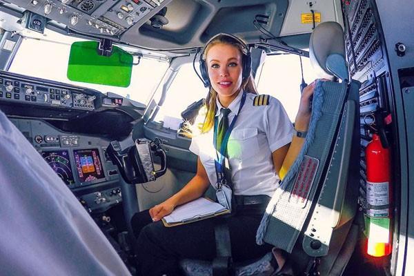 Chiêm ngưỡng nhan sắc xinh đẹp của những nữ phi công hot nhất MXH thế giới - Ảnh 9.
