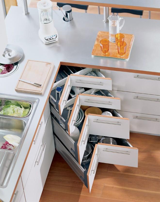 4 thiết kế ngăn lưu trữ thần thánh để tủ bếp trở thành nhà kho mà vẫn gọn gàng - Ảnh 1.