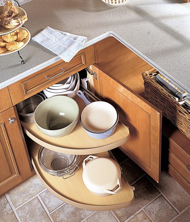 4 thiết kế ngăn lưu trữ thần thánh để tủ bếp trở thành nhà kho mà vẫn gọn gàng - Ảnh 2.