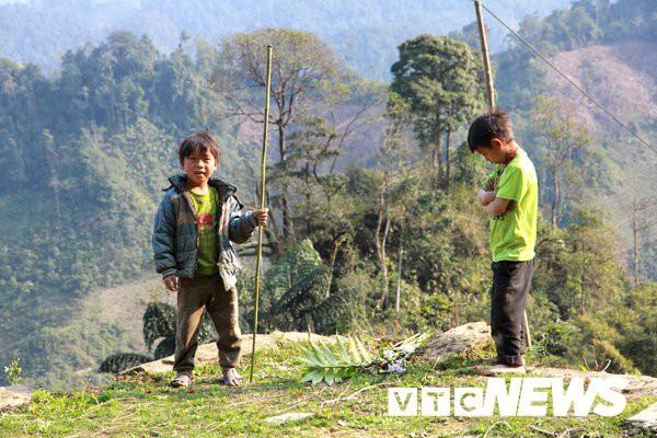 Vùng đất trẻ em có hai của quý ở Hà Giang: Hé lộ nguyên nhân những đứa trẻ bị giời hành - Ảnh 2.