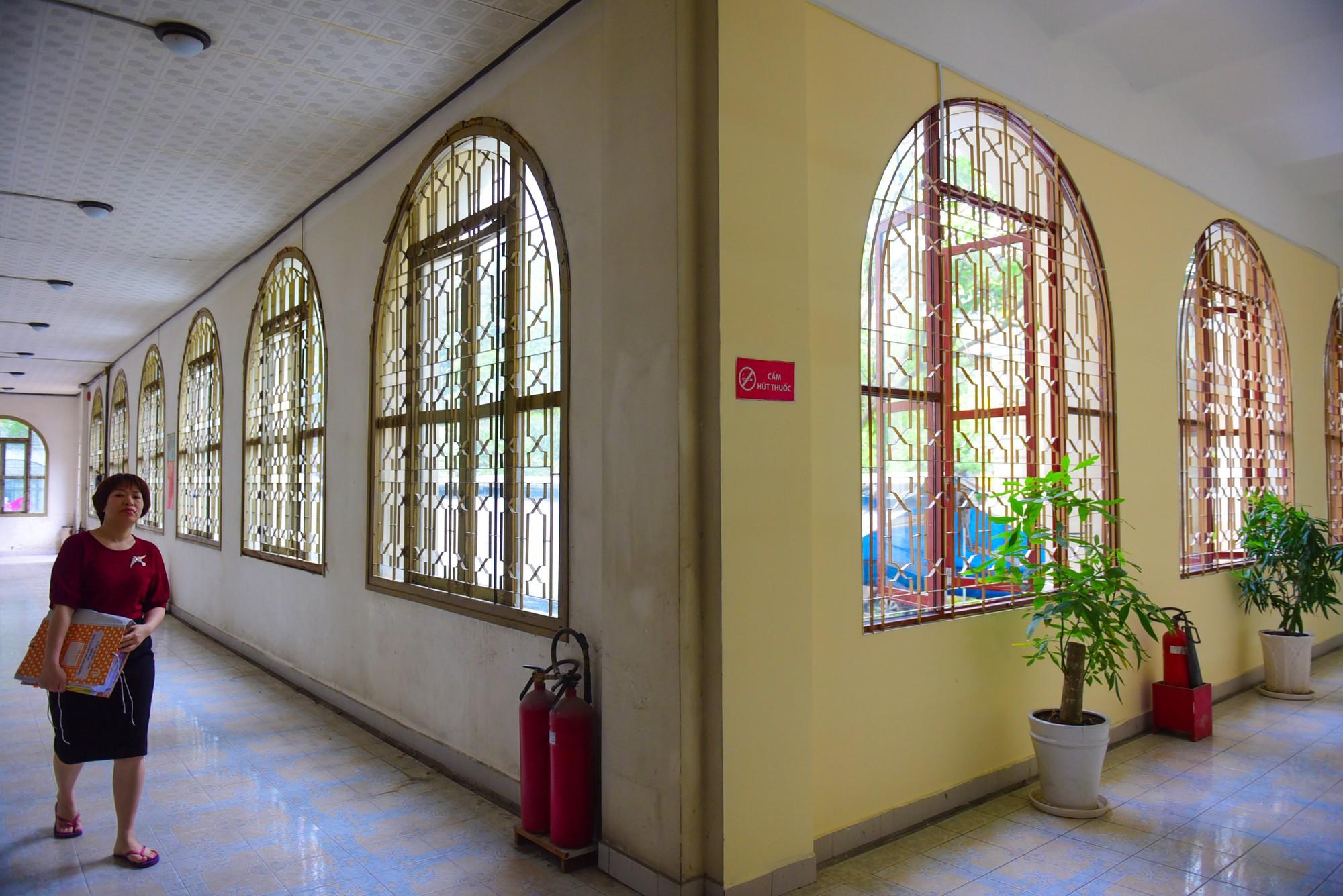 Cận cảnh dinh Thượng Thơ 120 năm tuổi ở Sài Gòn có nguy cơ bị đập bỏ - Ảnh 9.