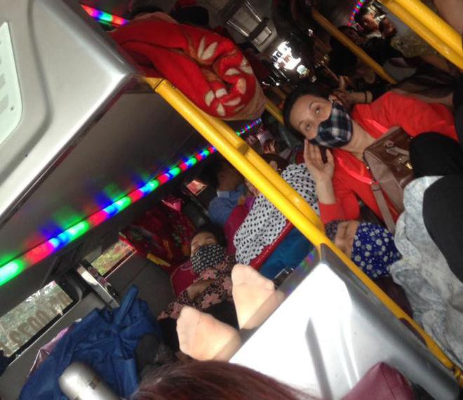 Chuyến xe 28 giường nhưng có đến 60 hành khách nằm chen chúc, nhìn thôi cũng thấy ngộp thở - Ảnh 6.