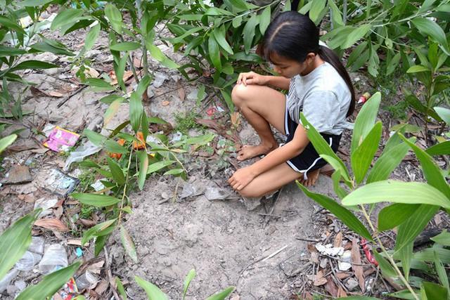 Mẹ bé trai bị chôn sống ở Bình Thuận: Có chôn đâu, chỉ đặt nó xuống và cào đất phủ lên - Ảnh 3.