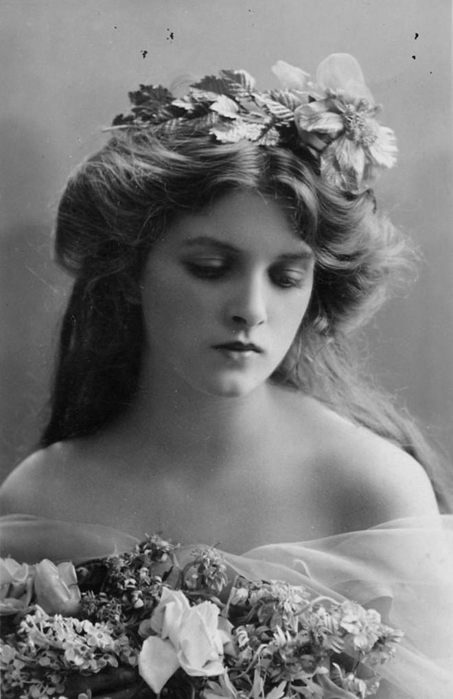 Chùm ảnh: Những bức ảnh hiếm cho thấy từ hàng trăm năm trước nhan sắc phụ nữ đã đẹp đến nao lòng dù không có photoshop - Ảnh 2.