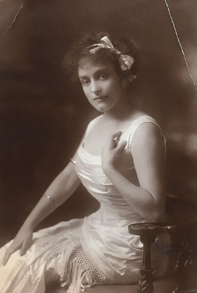 Chùm ảnh: Những bức ảnh hiếm cho thấy từ hàng trăm năm trước nhan sắc phụ nữ đã đẹp đến nao lòng dù không có photoshop - Ảnh 15.