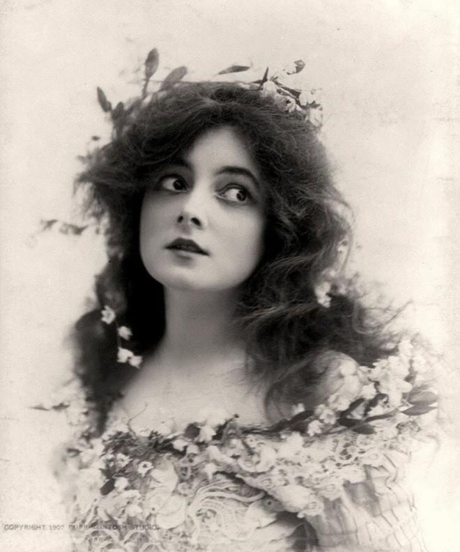 Chùm ảnh: Những bức ảnh hiếm cho thấy từ hàng trăm năm trước nhan sắc phụ nữ đã đẹp đến nao lòng dù không có photoshop - Ảnh 3.