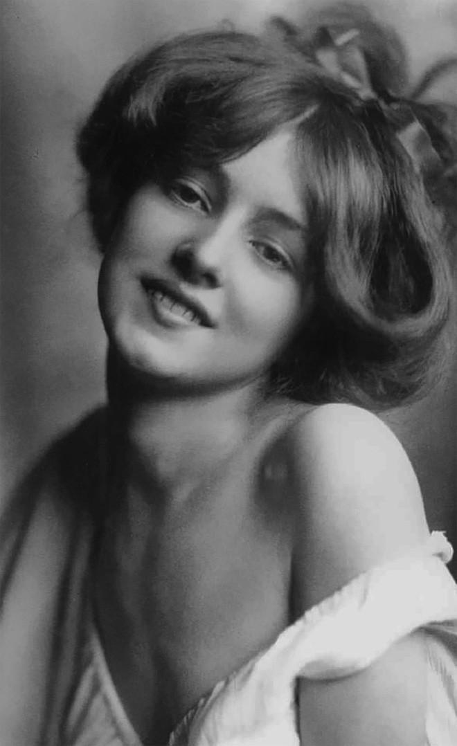 Chùm ảnh: Những bức ảnh hiếm cho thấy từ hàng trăm năm trước nhan sắc phụ nữ đã đẹp đến nao lòng dù không có photoshop - Ảnh 8.