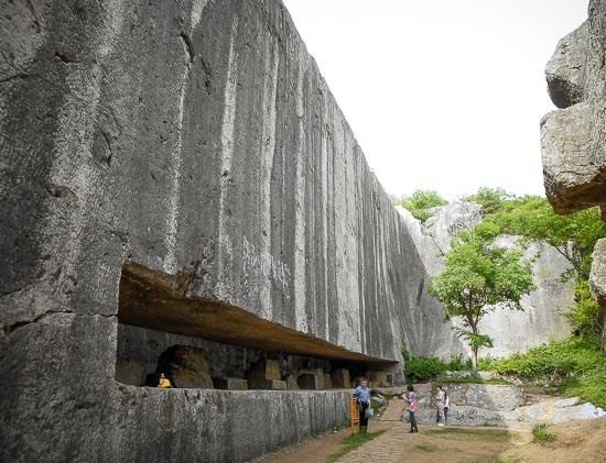 Tấm bia đá bí ẩn ở Trung Quốc: Nặng hơn 31.000 tấn, cao gần bằng tượng Nữ thần Tự Do - Ảnh 1.