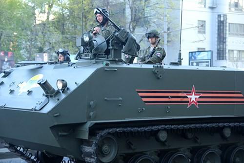 Lực lượng vũ trang Nga diễn tập chuẩn bị cho duyệt binh Ngày Chiến thắng 2018 - Ảnh 15.
