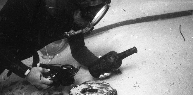 Con tàu đắm 220 năm tuổi ở Châu Đại Dương hé lộ loại bia chưa từng xuất hiện trong thế giới hiện đại - Ảnh 1.