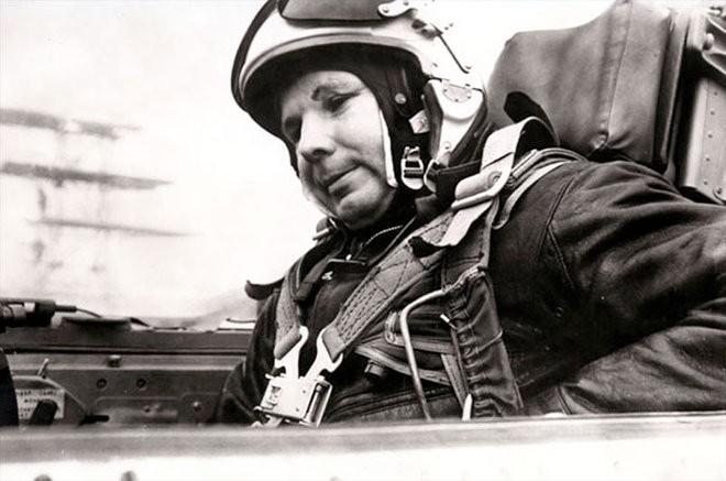 Từ tin chấn động lan nhanh khắp địa cầu đến vụ tiêm kích MiG tai nạn thảm khốc - Ảnh 2.