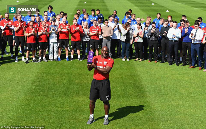 Premier League: Buổi chiều gọi 500 anh em đến khoe phần thưởng, buổi tối xuống hạng - Ảnh 1.