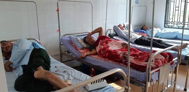 216 người nghi ngộ độc sau khi ăn cỗ cưới ở Sơn La: Cô dâu, chú rể cũng nhập viện - Ảnh 1.