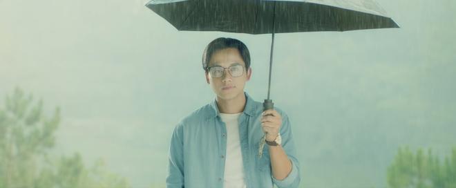 Nhiều sạn vô lý trong phim Em gái mưa, đặc biệt là vai thầy giáo của Mai Tài Phến - Ảnh 9.