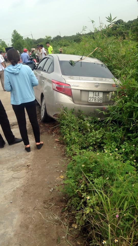 Thi thể người đàn ông ở cạnh đê, cách xe ô tô gần 10km - Ảnh 1.