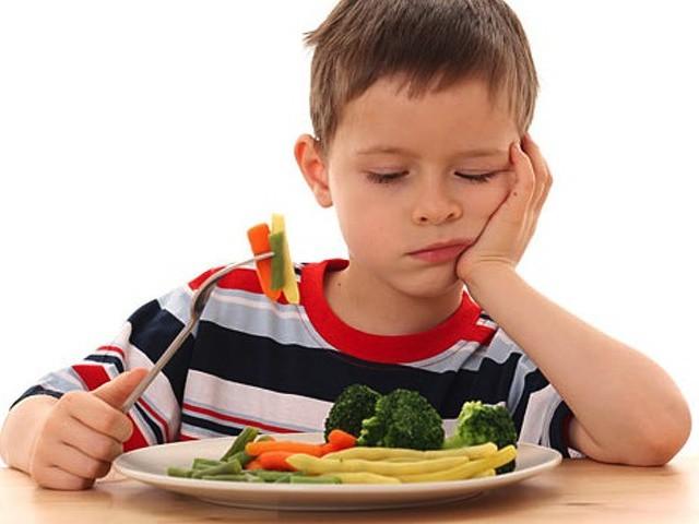 6 mối nguy hại khi ăn quá nhanh khiến tuổi thọ ngắn lại: Ăn thế nào mới đúng? - Ảnh 2.