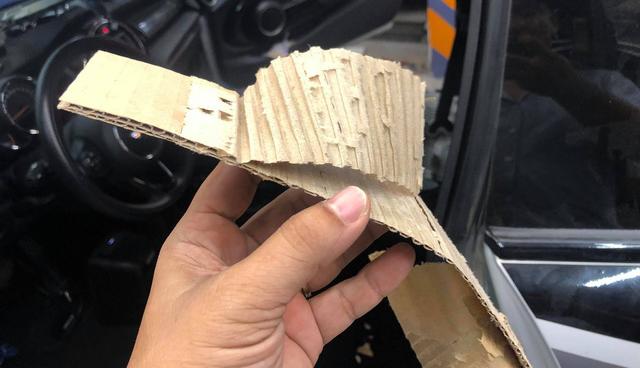 Người dùng chia sẻ ảnh trần xe sang MINI sử dụng bìa carton - Ảnh 3.