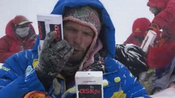 Công ty nổi tiếng chôn phần thưởng hơn 1,1 tỷ VNĐ trên đỉnh Everest và cam kết tặng không cho ai tìm được chúng - Ảnh 1.