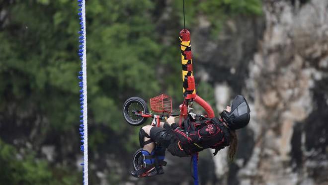Nhảy tự do từ độ cao trên 260m - trò bungee cao nhất thế giới đã xuất hiện rồi - Ảnh 2.