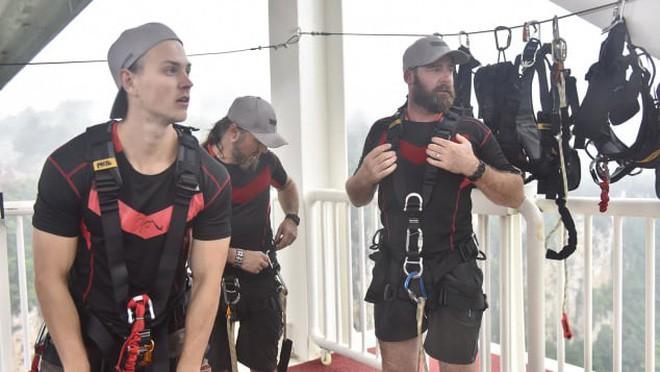 Nhảy tự do từ độ cao trên 260m - trò bungee cao nhất thế giới đã xuất hiện rồi - Ảnh 3.