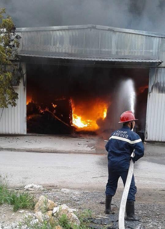 Cháy lớn tại nhà xưởng, cột khói đen bốc cao hàng trăm mét - Ảnh 9.