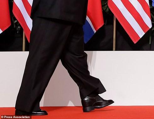 Tiết lộ bất ngờ về trang phục của ông Kim Jong-un tại Thượng đỉnh Mỹ-Triều - Ảnh 2.