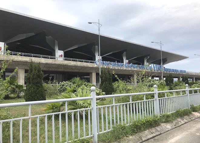 Nữ hành khách Trung Quốc trình báo bỏ quên túi đồ có 10 nghìn USD ở sân bay Vinh - Ảnh 1.