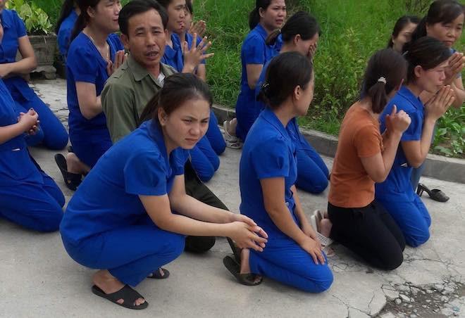 Vụ các cô giáo quỳ xin không đóng cửa cơ sở mầm non: Tạm đóng cửa để hoàn thiện thủ tục - Ảnh 3.