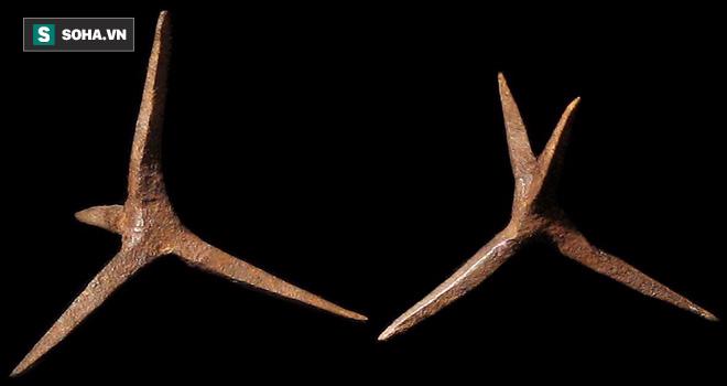 Chông sắt 4 cạnh: Vũ khí uy lực thời cổ đại khiến đàn ngựa chiến và tượng binh gục ngã - Ảnh 1.