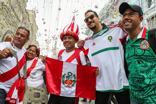 Tất cả đã sẵn sàng đón giờ G World Cup, CĐV tràn ngập Moscow cổ vũ đội tuyển - Ảnh 11.