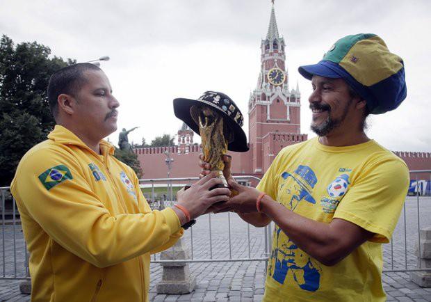 Tất cả đã sẵn sàng đón giờ G World Cup, CĐV tràn ngập Moscow cổ vũ đội tuyển - Ảnh 5.