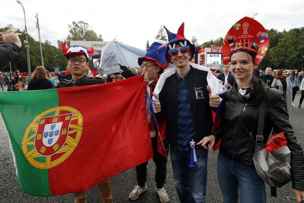 Tất cả đã sẵn sàng đón giờ G World Cup, CĐV tràn ngập Moscow cổ vũ đội tuyển - Ảnh 7.