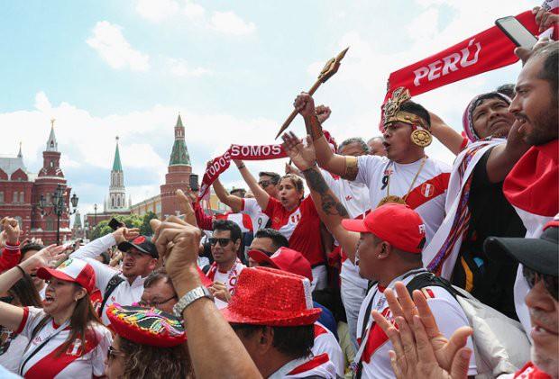 Tất cả đã sẵn sàng đón giờ G World Cup, CĐV tràn ngập Moscow cổ vũ đội tuyển - Ảnh 8.