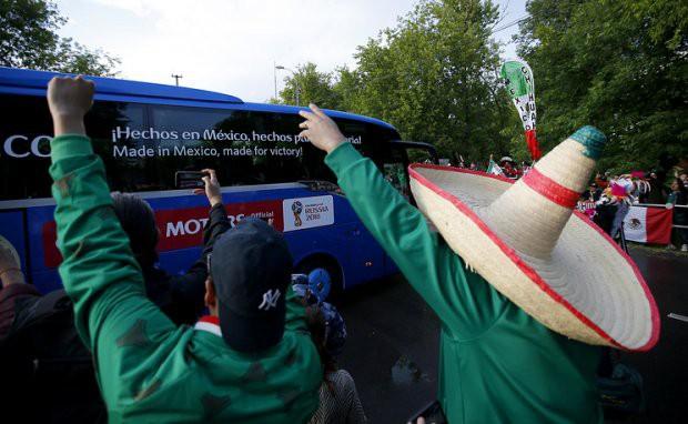 Tất cả đã sẵn sàng đón giờ G World Cup, CĐV tràn ngập Moscow cổ vũ đội tuyển - Ảnh 9.