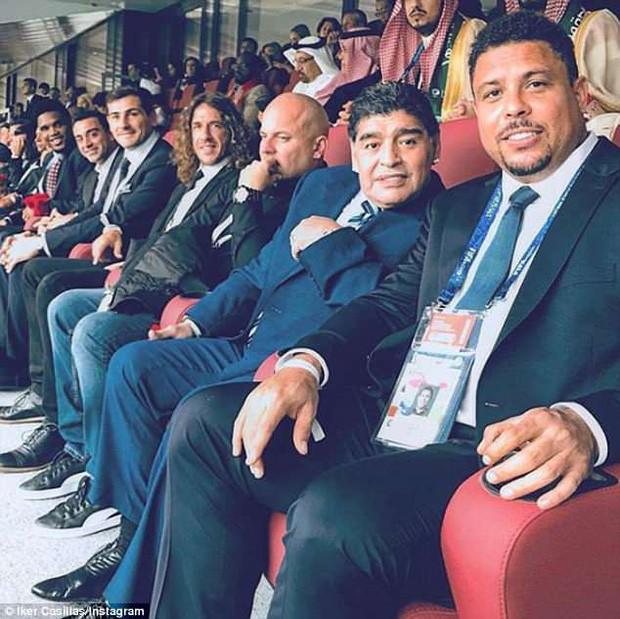Bức ảnh gây bão trong ngày khai mạc World Cup: 10 huyền thoại ngồi chung một hàng ghế - Ảnh 2.