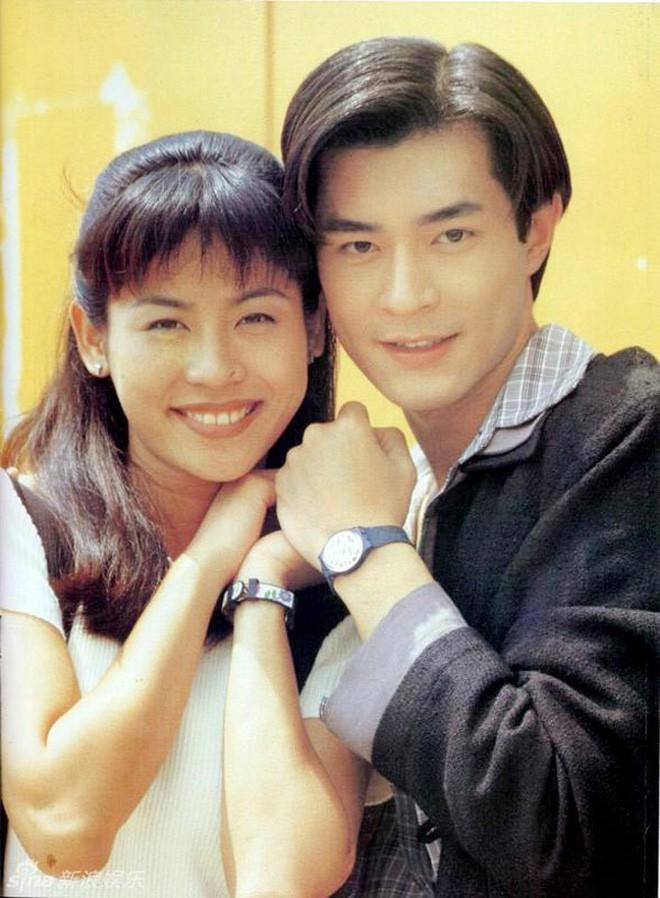 """Những """"cặp đôi vàng"""" của TVB: Không thành đôi ngoài đời thực vẫn thừa sức đi vào huyền thoại trong lòng """"mọt"""" phim  - Ảnh 1."""