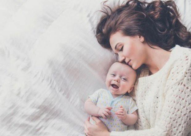 Tâm sự đẫm nước mắt của mẹ đơn thân từng khốn khổ cơm cũng không đủ ăn, đang ở cữ vẫn phải đi làm trả nợ cho chồng - Ảnh 2.
