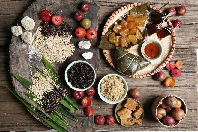 Không phải cơm rượu, bánh ú, đây là món bánh không thể nào thiếu trong mâm cỗ cúng Tết Đoan ngọ của người Trung Quốc - Ảnh 1.