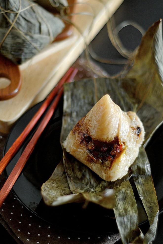 Không phải cơm rượu, bánh ú, đây là món bánh không thể nào thiếu trong mâm cỗ cúng Tết Đoan ngọ của người Trung Quốc - Ảnh 3.