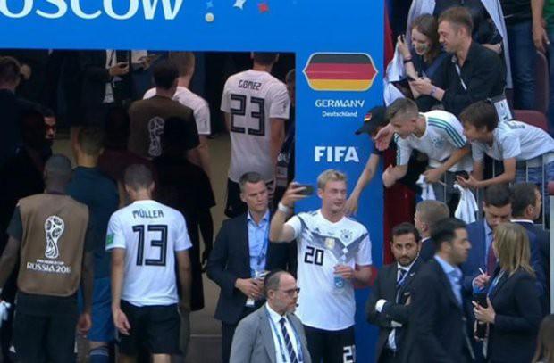 Hành động này đã khiến sao trẻ của ĐT Đức bị 'ném đá' sau trận thua Mexico - Ảnh 2.