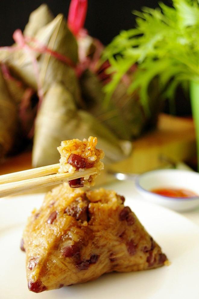 Không phải cơm rượu, bánh ú, đây là món bánh không thể nào thiếu trong mâm cỗ cúng Tết Đoan ngọ của người Trung Quốc - Ảnh 5.