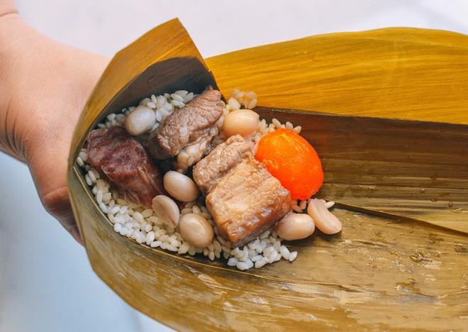 Không phải cơm rượu, bánh ú, đây là món bánh không thể nào thiếu trong mâm cỗ cúng Tết Đoan ngọ của người Trung Quốc - Ảnh 6.