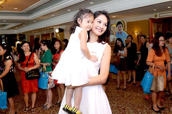 Cuộc sống của mỹ nhân Việt 7 lần thi hoa hậu, được vinh danh đẹp nhất châu Á giờ ra sao? - Ảnh 5.