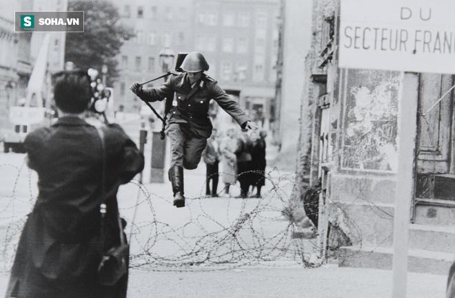 Kết cục cay đắng của người lính Đông Đức: Vượt bức tường Berlin để tìm tự do hay cái chết? - Ảnh 3.