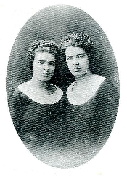 Chị em Papin: Hai cô hầu gái tâm thần và vụ giết người đẫm máu vẫn gây ám ảnh nước Pháp sau 85 năm - Ảnh 1.